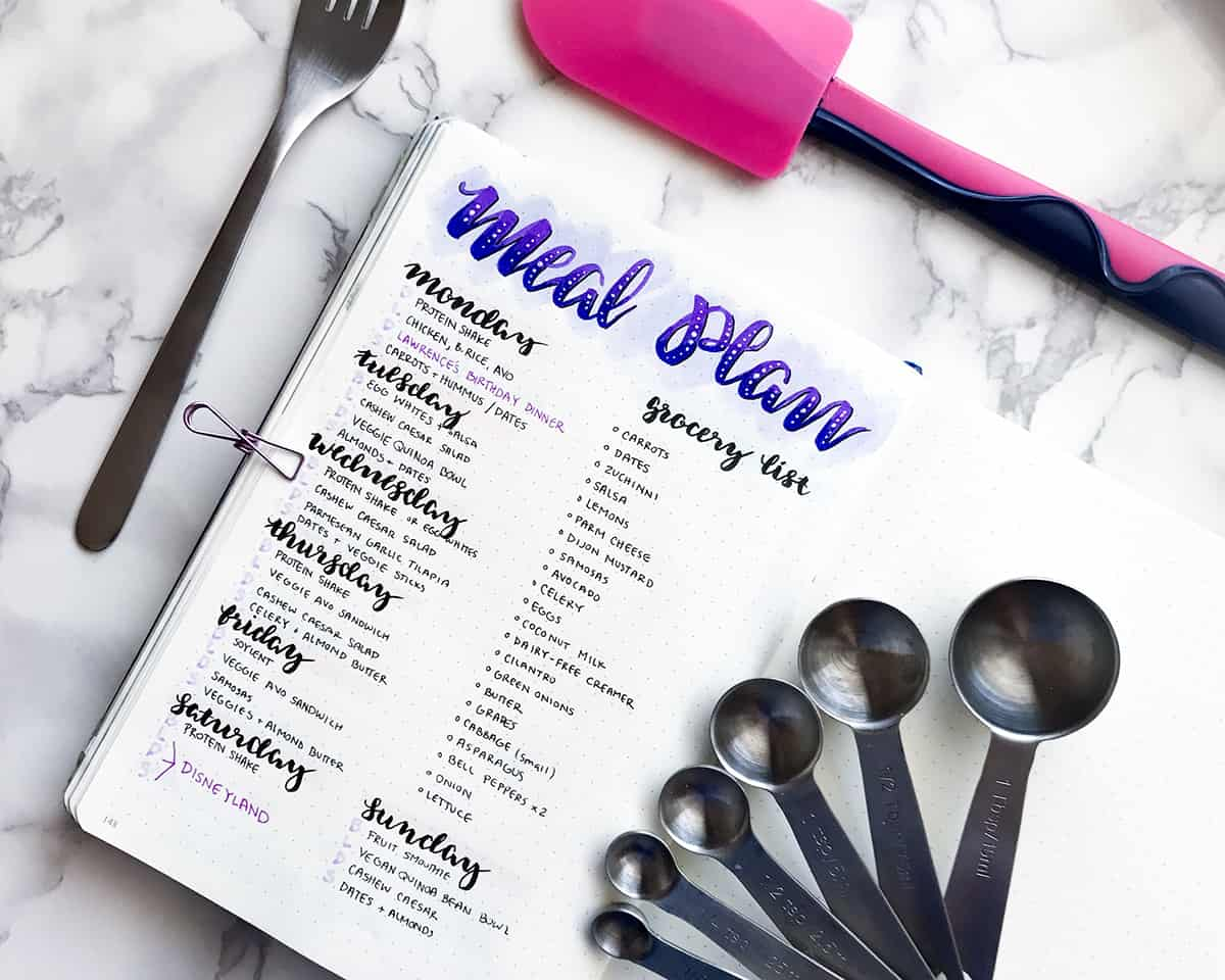 Meal Planning in your bullet journal is one of those small things you can do for a big change in your life. Get your meals planned efficiently and beautifully with the help of your bullet journal! Alex of @Misfit.Plans explains how she sets up her gorgeous meal plan and walks through her simple meal planning routine. I'm gonna have to take a leaf out of her book!
