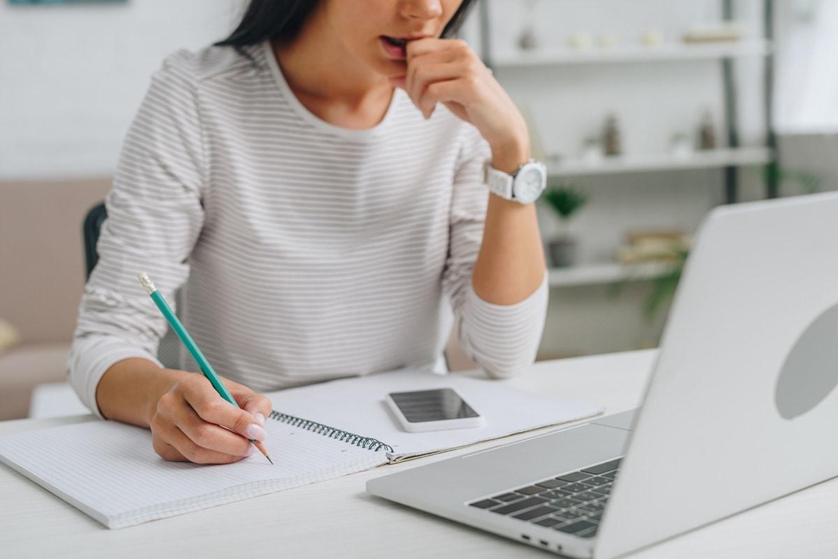Women on a laptop writing